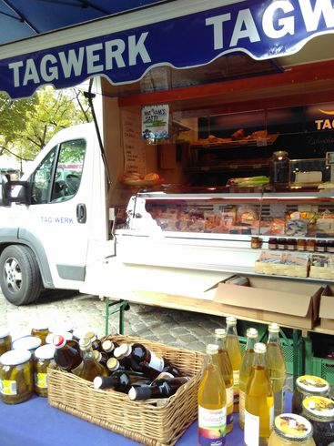 Mobile Tagwerk booth at Mariahilf-Platz farmer's market